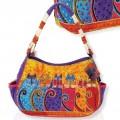 Zobrazit detail - Kabelka Feline tribe na rameno oválná s kapsami