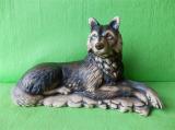Soška ležící vlk