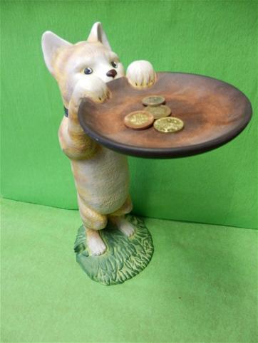 keramická kočka s talířem polička