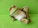 Soška spokojená ležící žába