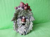 Soška tvář z listí s otevřenými ústy barevná