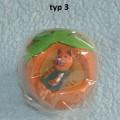 Soška dřevěná kočka v ovoci