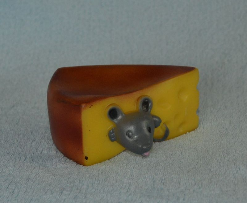 Hračka pro psy - pryžová myš v sýru - pískací