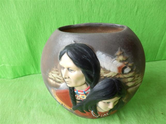 Indiánská váza s mužem a ženou