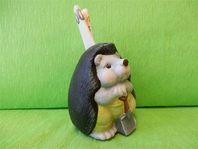 Pokladnička ježek s rýčem