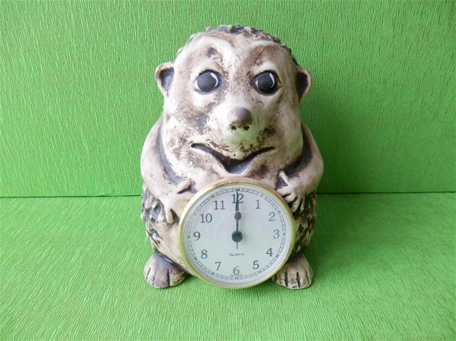 Keramické hodiny ježek