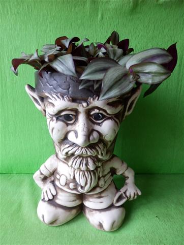 Květináč troll s lopatkou