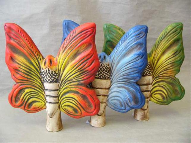 Plotovka - malý barevný motýl