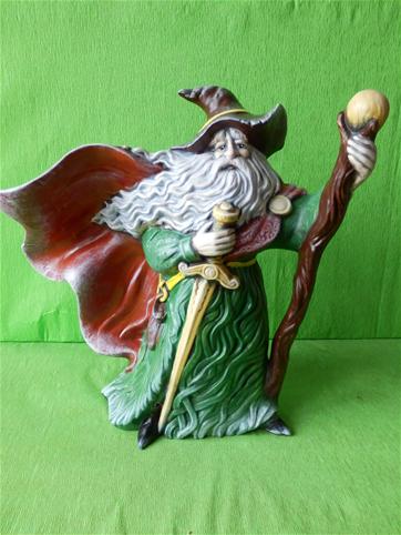 Soška čaroděj s holí a mečem