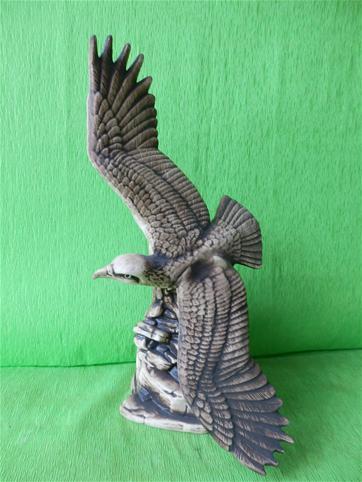 Soška letící orel