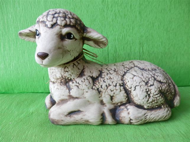Soška odpočívající ovce