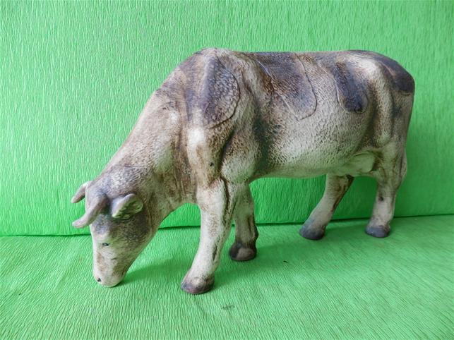 Soška pasoucí se kráva
