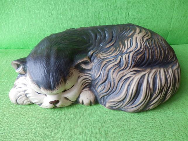Soška perská kočka spící
