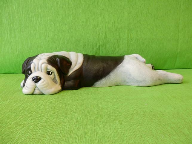 Soška pes - černý bulldog