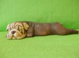Soška pes - ležící buldog natur