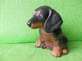 Soška pes - sedící jezevčík