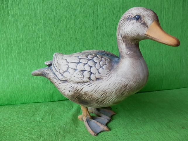 Soška stojící kachna