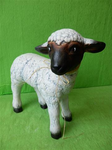 Soška stojící ovce