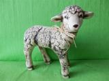 Soška stojící ovce natur