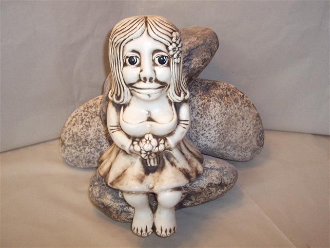 Soška vodnice sedící