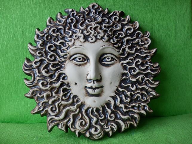 Keramická nástěnná ozdoba francouzské slunce