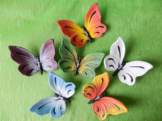 Keramická nástěnná ozdoba motýl různé barvy