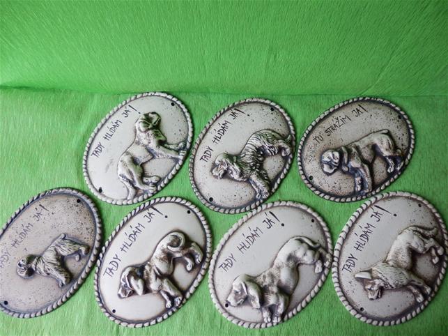 Keramická nástěnná ozdoba plaketa psa