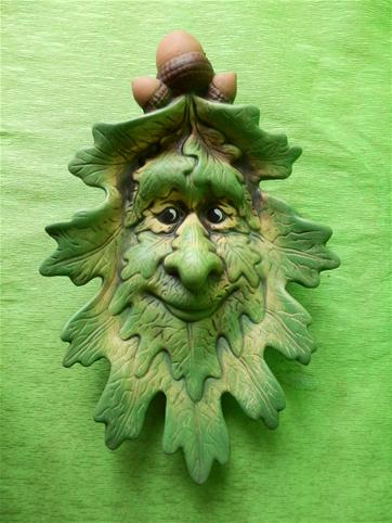 Keramická nástěnná ozdoba tvář z listí