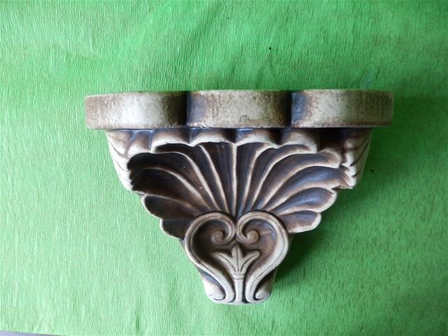 Keramická ozdobná konzola lastura