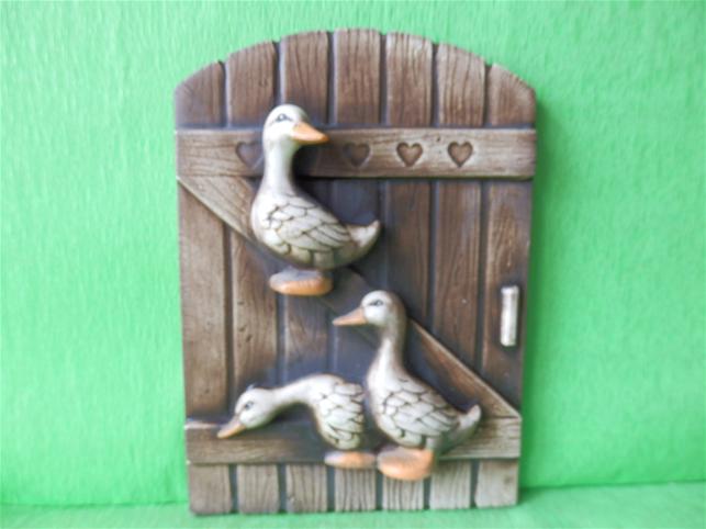 Keramická ozdobná vrátka s kejhajícími kachnami