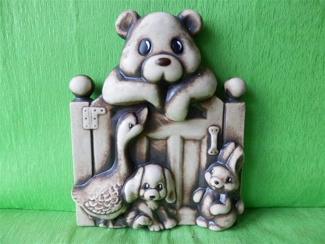 Keramická ozdobná vrátka s medvědem