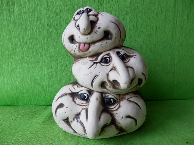 Keramické ozdobné tři kameny na sobě