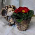 Keramický květináč myška s košíkem