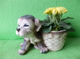 Keramický květináč štěně s košíkem