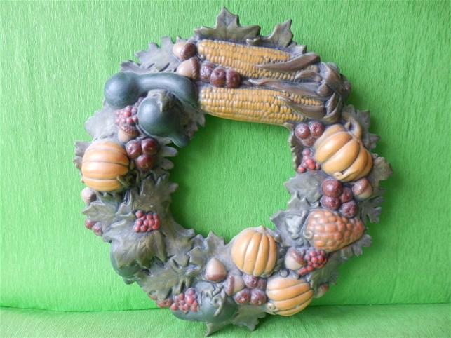 Keramický nástěnný věnec s motivem podzimu