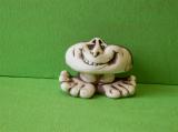 Keramický ozdobný kámen na nohách