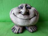 Ozdobný nosatý kámen na nohách úsměv natur