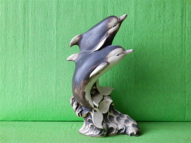 Soška dva delfíni