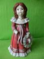 Soška panenka s kloboukem barevná