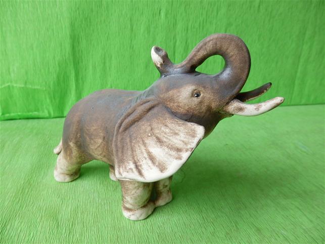 Soška slon menší