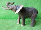 Soška slon větší