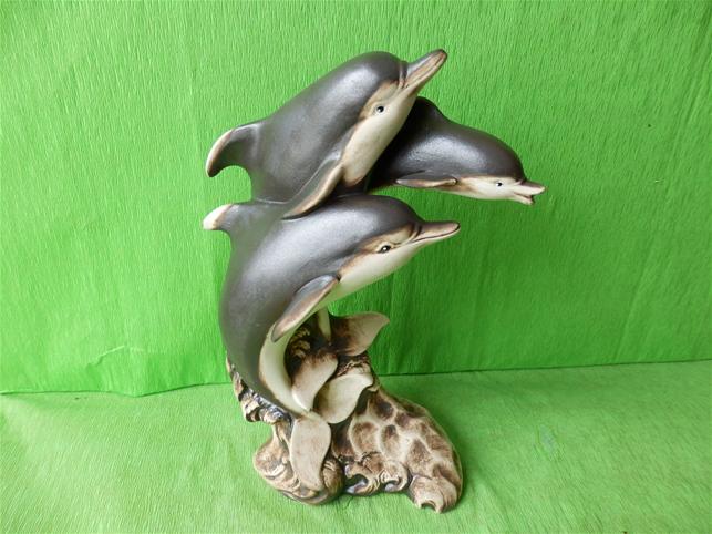 Soška tři delfíni