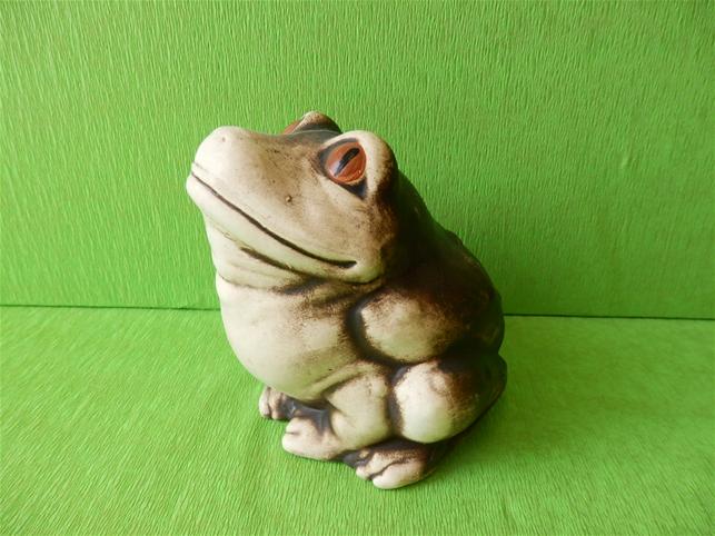 Soška žába Běta