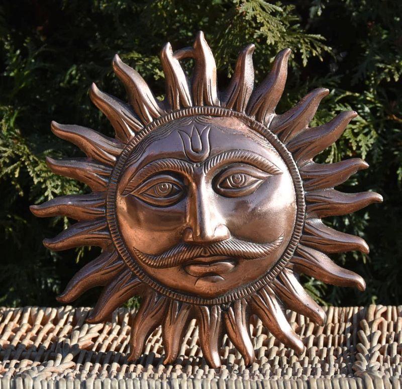 Bronzová nástěnná ozdoba slunce