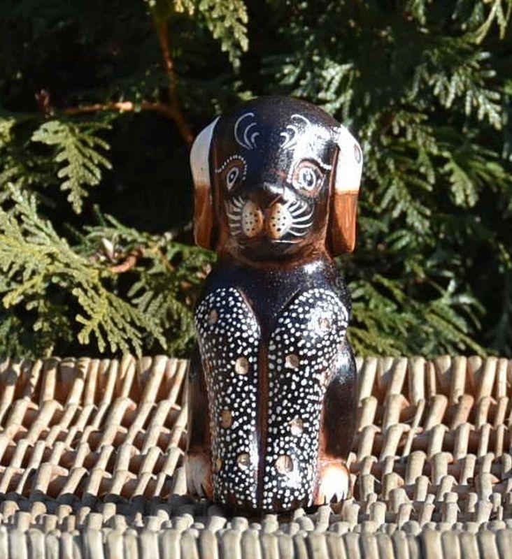 dřevěný pes soška