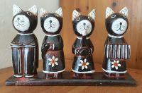 Soška koček ze dřeva