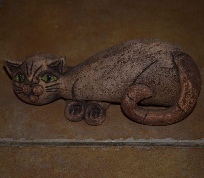 Šamotová soška kočky - střední ležící