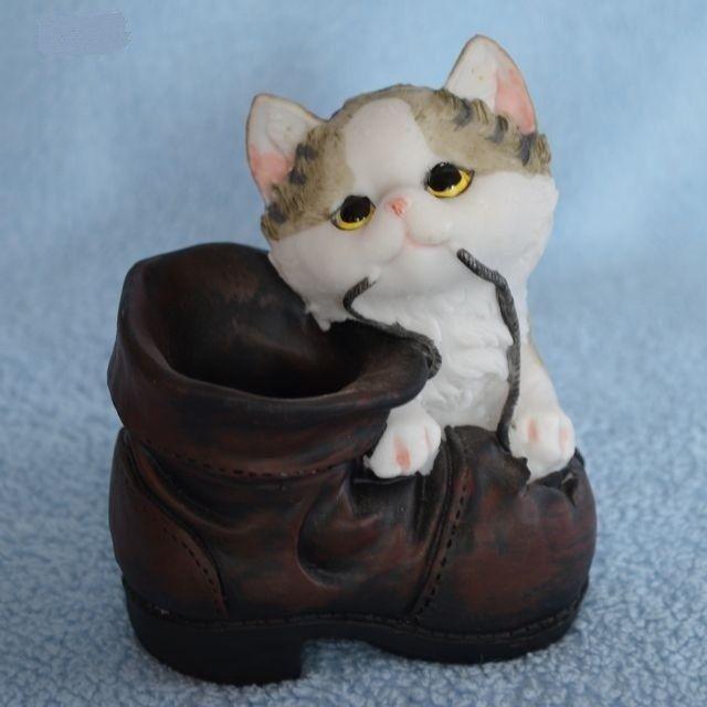 Stojánek na tužky / minikvětináč kočka s botou - typ 1