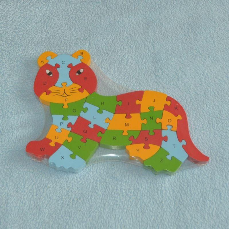 Dřevěná puzzle skládačka kočka jdoucí