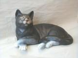 Soška kočka domácí ležící barevná